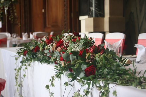 Abundant Top Table decoration featuring Amnesia and Grand Prix roses