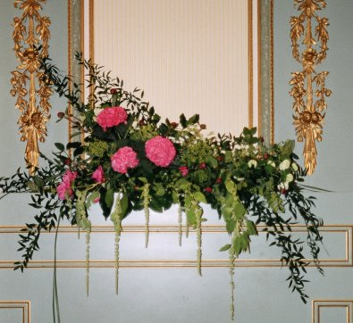 stem_flowers_kingswood_house_mantelpiece